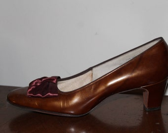 10 N Vintage 1960's copper colored patent pumps with satin bow