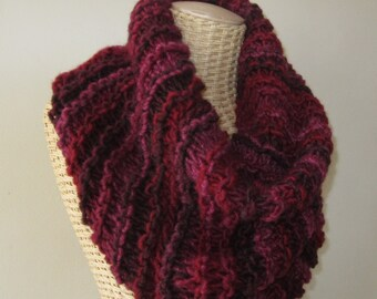 Hand Knit Red Cowl - Berry Cowl - Super Chunky Yarn - Valentine Cowl -  Soft Womens Fashion Accessory