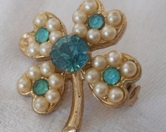 Small VINTAGE Faux Pearl & Blue Rhinestone Realistic 4 Leaf Clover Costume JEWELRY Brooch