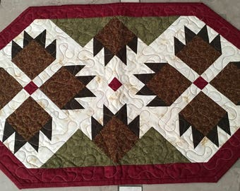 Bear Paw Table Topper