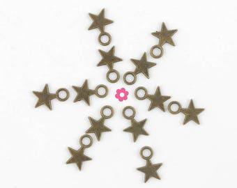 x 20 star charm bronze 11x8mm (142D)