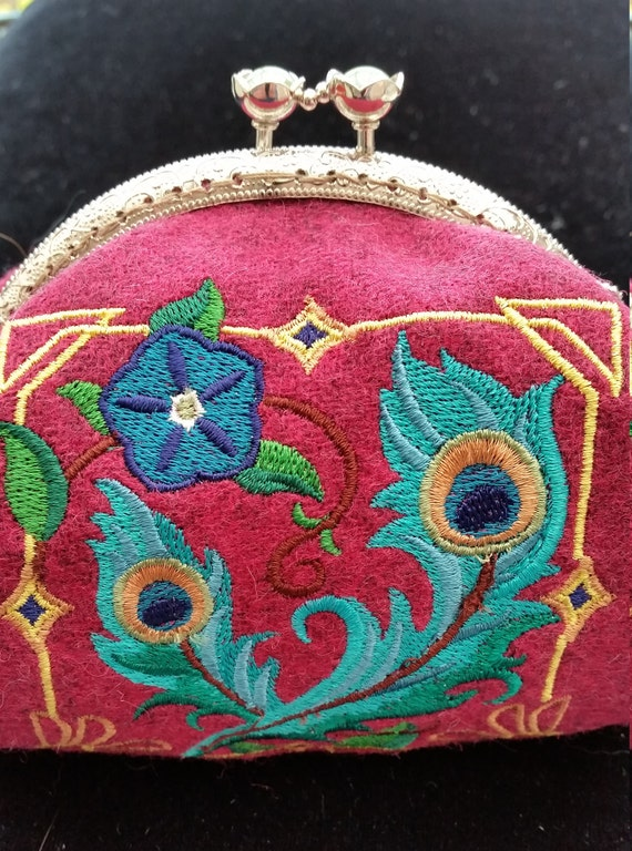 CP543.  Art deco feather design coin purse.