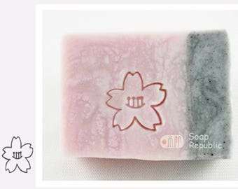 SoapRepublic 'Little flower' 20x20mm Acrylic Soap Stamp / Cookie Stamp / Clay Stamp