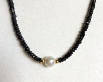 Single Pearl with Black Spinel