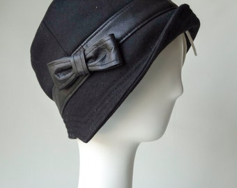 Cloche hats for women in black wool, leather and flannel lining.  Ideal for cold weather./ Gift for Her / Winter Hat / Vintage 1920s