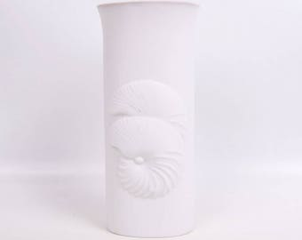 Vintage Conch Shell Vase Kyodoh Bussan Keep World Green 8 Inch Tall Fine Pottery Vase Yokkaichi Japan Ivory Flower Vase