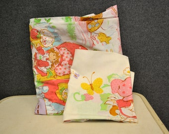 1980s Strawberry Shortcake Pillowcase and Fitted Sheet