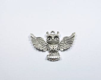 BR524 - 1 large OWL charm in silver