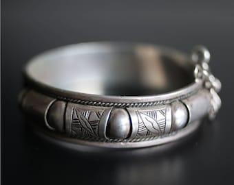 VINTAGE TUAREG BRACELET / silver / ethnic jewelry / tribal art / North African