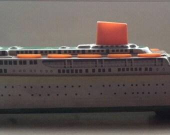 Tin Cruise ship NADINE.