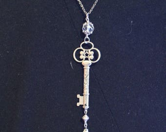 Color: Silver secret key necklace