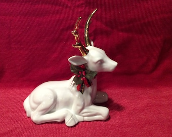 Beautiful premium fine-grain porcelain white deer with gold antlers, vintage from 1988, in excellent, perfect condition, Aldon Accessories