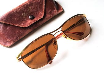 Classy vintage 80s , aviator style, unisex sunglasses with the original case. Made by Persol in Italy.
