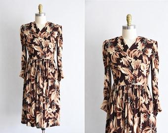 1940s Fall Foliage dress/ vintage 40s novelty dress / rayon jersey leaf daydress