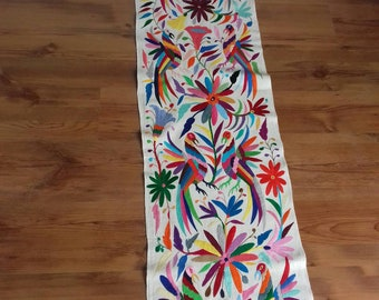 2 Embroidered table-bed runners. Hand embroidered path. Crafts Otomi. Mexican Handicraft. You can choose. Check sending cost on description.
