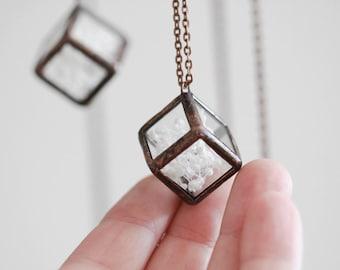 Terrarium necklace    . Pressed flowers necklace. Baby's breath terrarium. Hanging terrarium. Botanical jewelry