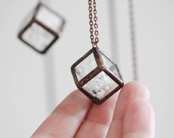 Terrarium necklace    . Mother's Day Jewelry. Pressed flowers necklace. Baby's breath terrarium. Hanging terrarium. Botanical jewelry