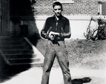 Elvis Presley , Even as a youth Elvis loved guns