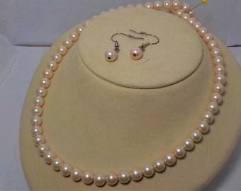 Pale peach pearl set