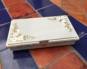 Jewelry box jewelry box Vintage made and painted by hand Interior upholstered - Vintage style