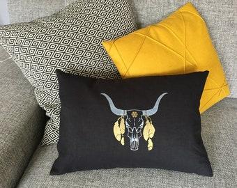 Cushion 30 x 50 Bull skull