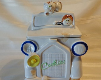 COOKIE JAR ~  The Little Cookie  Truck, with Cat on Top, Made in Japan