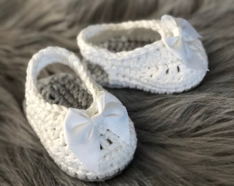 Cotton baby sandals... little bow shoes.. ready to ship .. baby shoes... summer baby booties