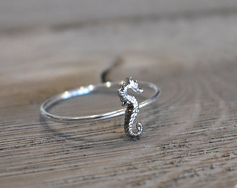 Seahorse ring, Seahorse Knuckle Ring, silver seahorse ring, midi rings, silver midi rings, knuckle rings, silver stack ring, ocean rings