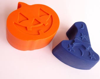 2 Crayons - Witch Hat and Pumpkin - Halloween - Candy Alternative - Novelty Crayons - RECYCLED