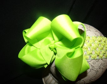 SASSYLILPRINCESSES..Double Lime Boutique Bow and Interchangeable Headband