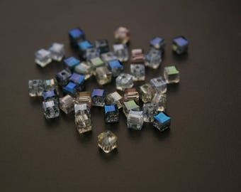 Mix 3 colors of 40 faceted glass cube beads. (ref:3669).