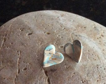 Lots of love with earthy hearts, stud earrings.
