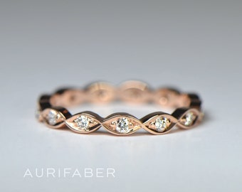 Stackable rosé gold eternity ring. Lush red gold band. Leaf-like design. Natural diamond ring. Stackable art deco ring. Floral gold ring