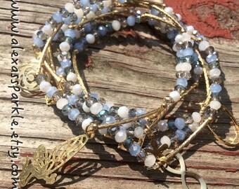 Cloudy Blue Bracelet Set with gold plated charms - Pulseras Semanario Combinacion Azul Nublado dijes de chapa de oro
