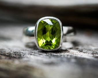 Peridot Ring Size 5, 6, 7, 8 9 Peridot ring 5-9.5 Peridot Ring - August Birthstone August Birthstone Peridot jewelry Size 5, 6, 7, 8, 9 Ring