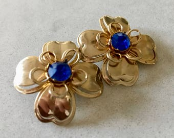 Vintage GOLD TONE EARRINGS - c.1980's, Flower Design, Blue Gemstone, Vintage Jewelry, Clip On Earrings, Accessories, Costume, Retro, Classic