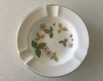 Wedgwood WILD STRAWBERRY R 4406 Ashtray Ring Tray Dish Bone China England