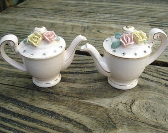 Napco Teapot Salt and Peper Shakers