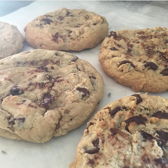 XL Bakery Style Chocolate Chip Cookies (pick up listing)