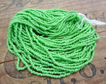 Vintage Seed Bead Opaque Grass Green Size 13 Seed Bead SB1112