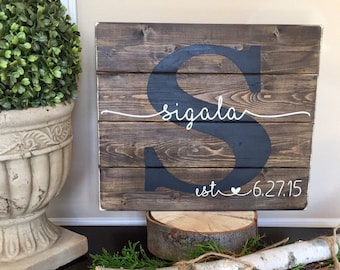 Last Name Sign Wood, Established Sign, Name Sign, Custom Wedding Gift, Anniversary Gift, Housewarming Gift, Pallet wood Sign family Sign