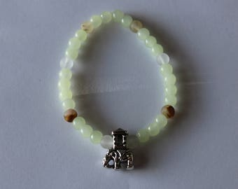 Pale green elastic bracelet, glass beads, with elephant