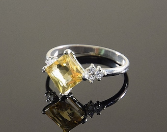 Citrine ring, Silver citirne ring, Gemstone ring, Birthstone ring, Silver ring woman, Square ring, Geometric ring, Statement ring