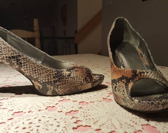 Faux snake skin shoes/open toe pumps/by bandolino
