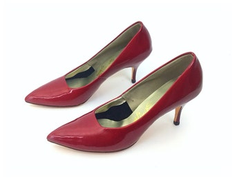 1950s shoes red shoes size 75 shoes red heels red pumps red 50 shoes,red 50s shoes womens shoes,  vintage shoes, high heels, red stilettos