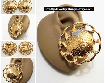 Avon Chain Link Disc Clip On Earrings Gold Tone Vintage 1992 Bold Button Extra Large Round Etch Lined Center White Padded Rings