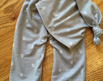 Newborn top knot Hat and Pants Sleepy Set Photo Prop Gray with arrows