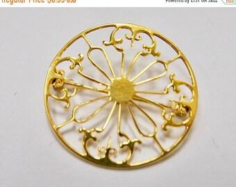 ON SALE Vintage Openwork Circle Pin Item K # 1628