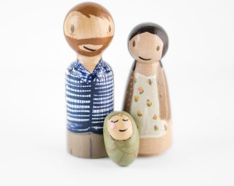 Baby announcement peg family - wooden peg family - peg family figurines - pregnancy announcement - we're expecting - gender reveal ideas