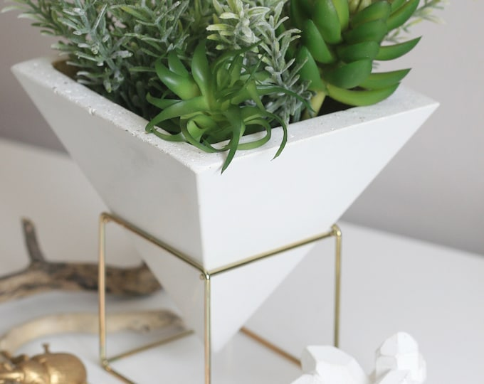 Georges Vessel | Pyramid Pot | Dublin Architecture